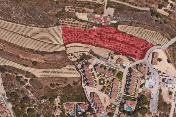 land with the possibility to build in Moraira   8300m²
