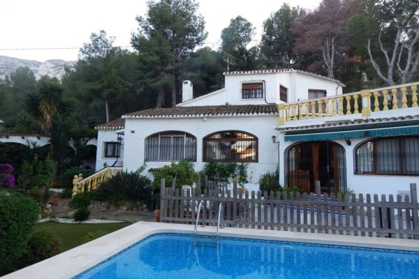 Chalet with 6 bedrooms, very well maintained | Denia