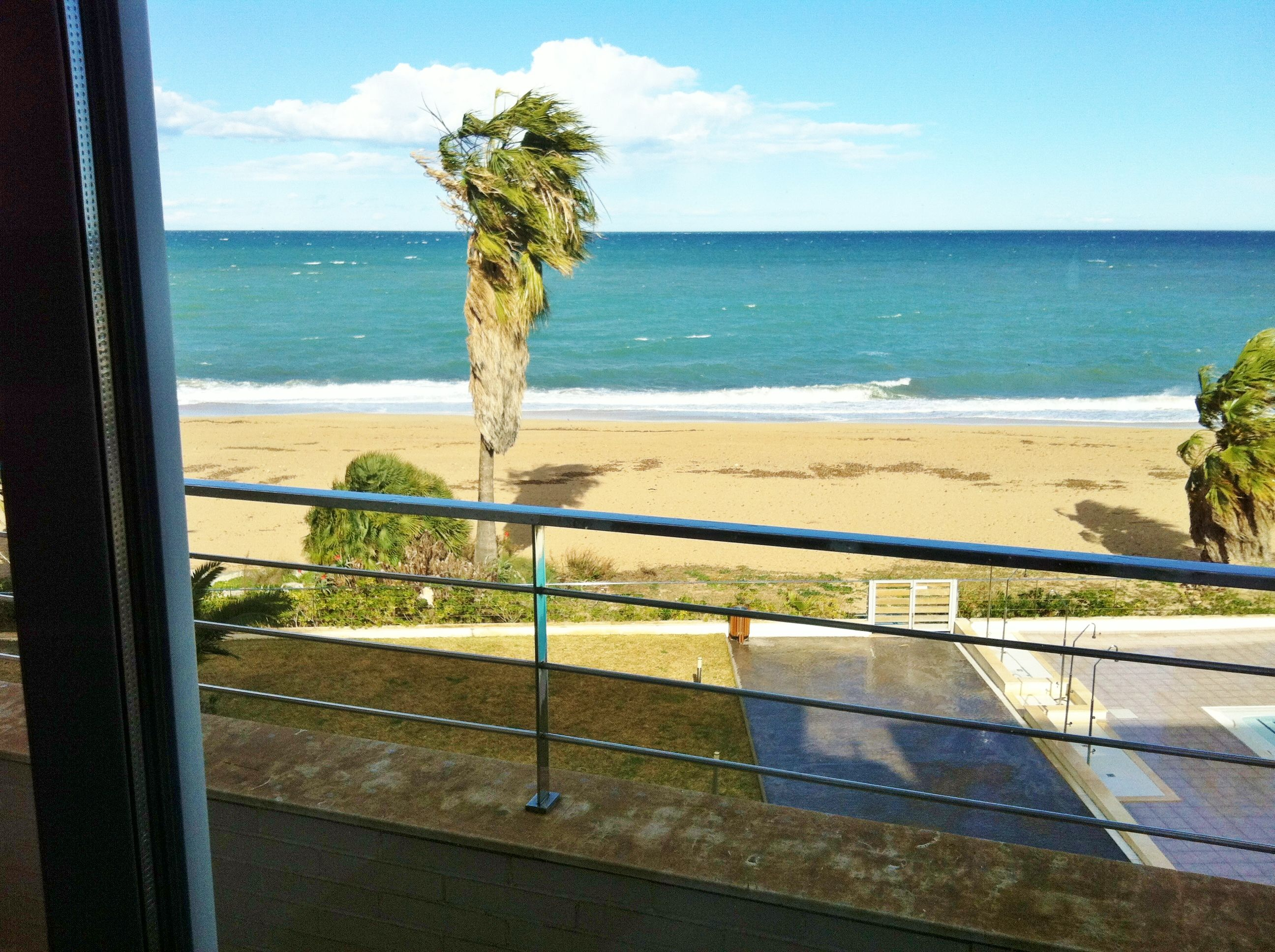 {:es}Duplex en Dénia, 1ª linea de playa   125 m²   2 dorm.{:}{:en}Duplex in Dénia, 1st line of the beach   125 m²   2 bedrooms{:}{:de}Duplex in Dénia, 1. Strandlinie   125 m²   2 SZ{:}{:fr}Duplex à Dénia, 1ère ligne de la plage   125 m²   2 chambres{:}