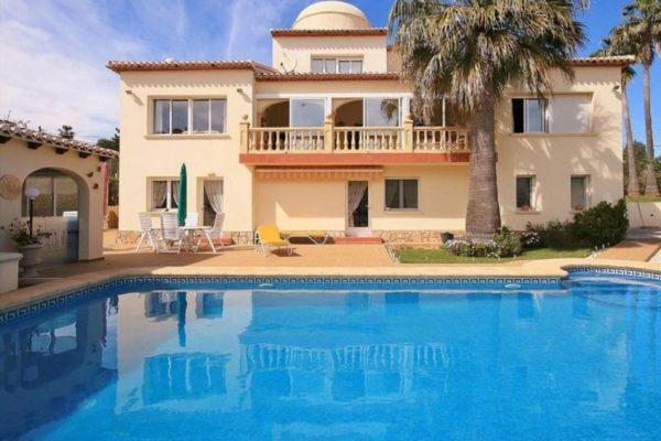 Wonderful villa in Javea overlooking the Golf | 329 m²