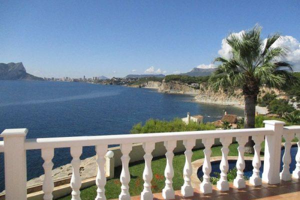 Luxury villa in Benissa on the 1st line of the sea   309 m²