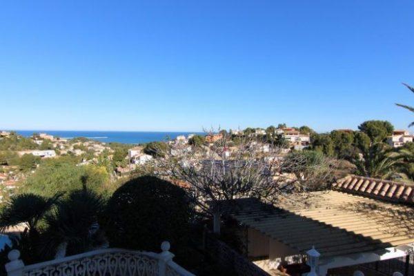 Buy villa with sea views in Denia | 140 m²