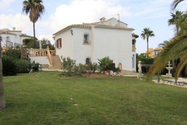 Villa very well maintained in Denia | 320 m²