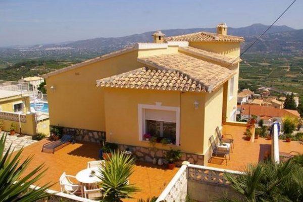 Casa con apartamento en Sanet y Negrals | 150 m²