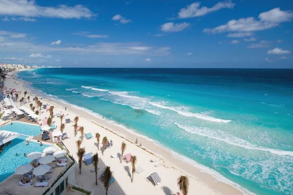 Hotel in Cancun in front of the Beach, +300 rooms| Mexico