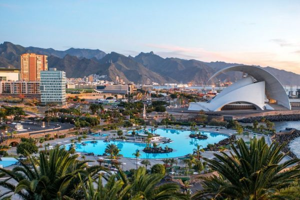 Chain of 4 hotels + 2 aparthotels, +1200 rooms | Tenerife