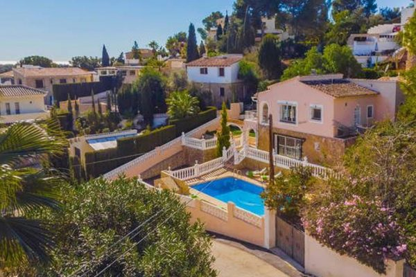 Wonderful 4 bedroom Villa with pool and views | Moraira